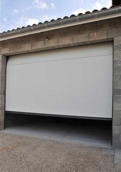 Pose de portes de garage sur mesure à Mornant, vers Lyon dans le Rhône